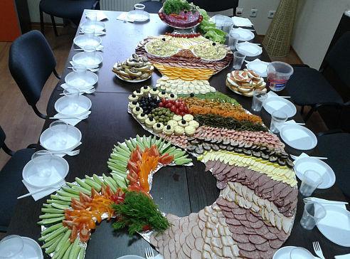 Как накрыть стол на день рождения с