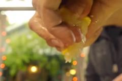 Добавляем лимон и специи