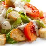 Как приготовить салат цезарь в домашних условиях — 5 пошаговых рецептов с фото