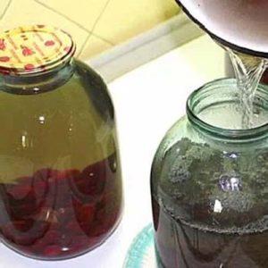 kompot-iz-cherniki-vitaminy-v-banke-3