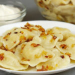 Вареники с картошкой и грибами, луком и шкварками — вкусные пошаговые рецепты
