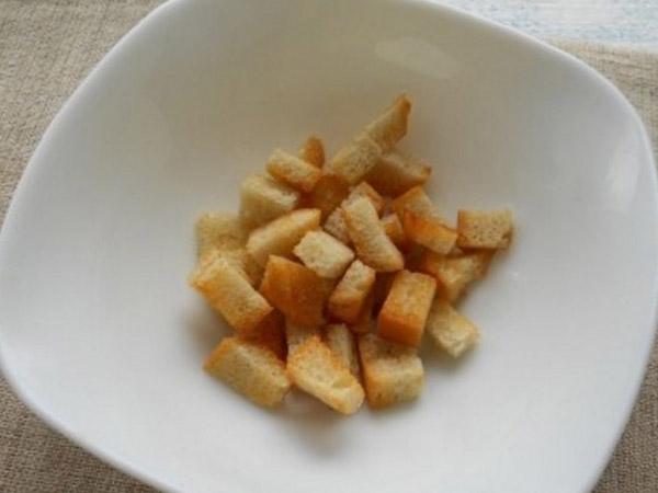 grecheskiy-salat-s-suharikami