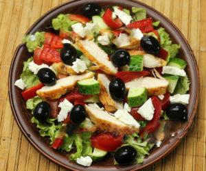 Grecheskiy_salat_s_kuritsey 6