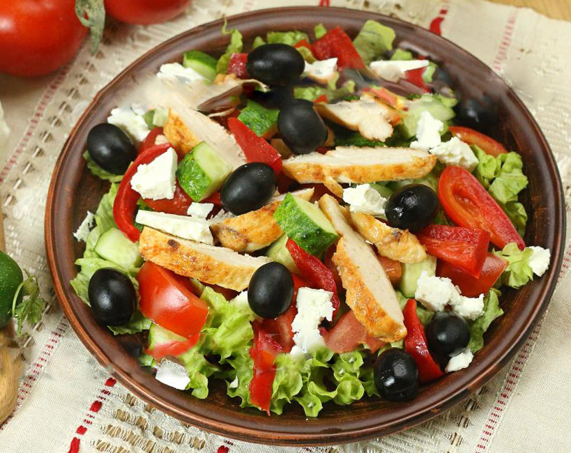 grecheskiy-salat-s-kuricey 3