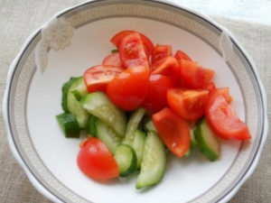 grecheskiy-salat-s-suharikami 28