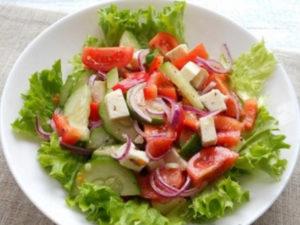 grecheskiy-salat-s-suharikami 3