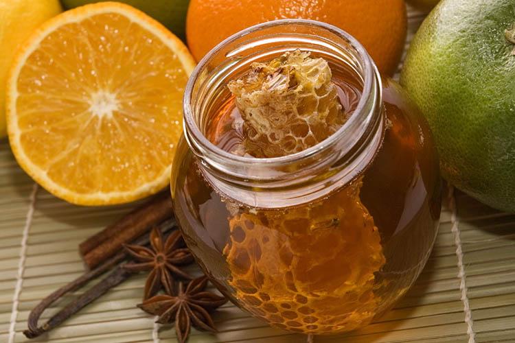 sok-iz-mandarina-morkovi-greypfruta i med