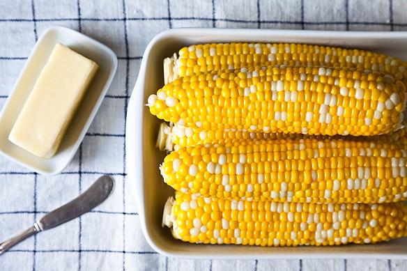 kukuruza-v-multivarke-v-vode