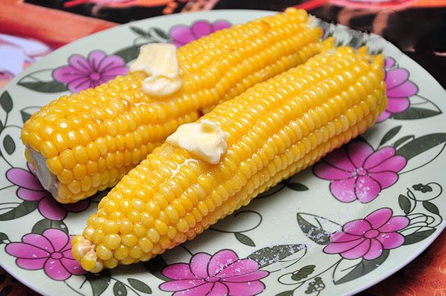 varennaya-kukuruza-v-mikrovolnovke-na-paru
